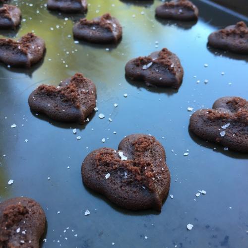 sea salt chocolate cookies by loopylocks